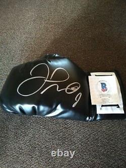 Floyd Mayweather Jr. Autographed Boxing Glove Beckett Authenticated Nice Look